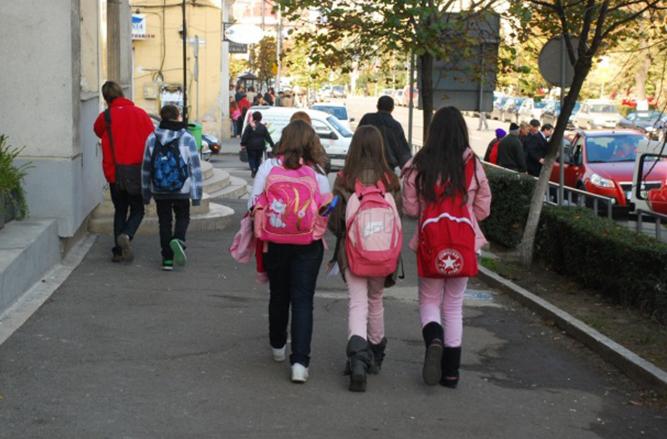 Ce ore dispar din orarul elevilor din clasa pregătitoare, până în clasa a IV-a! La clasa I va fi scoasă o oră de Limba română | Stirea de Iasi
