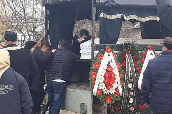 O familie din Prahova a ținut mortul neîngropat timp de 30 de zile! Motivul este halucinant | Stirea de Iasi