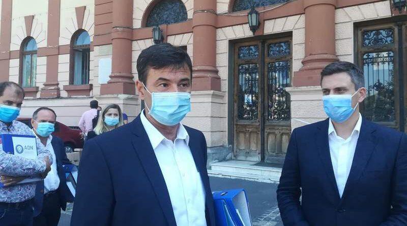 """VIDEO. ADN Braşov a despus semnăturile la Biroul Electoral Judeţean. """"Dacă votezi ce ai mai votat, vei avea ce ai mai avut"""", sloganul lui Goidescu – fost PRU, PER şi PD"""