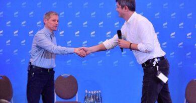 USR şi PLUS au fuzionat! Momentan, noul partid se va numi USR, ulterior USRPLUS