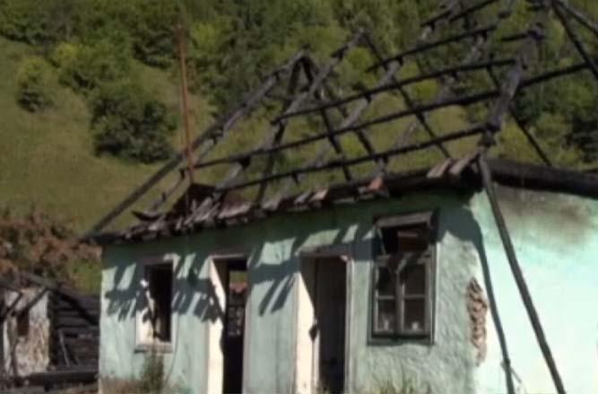 Cinci copii si mama lor au rămas pe drumuri, după ce unchiul lor le-a dat foc la casă   Stirea de Iasi