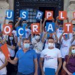 """Săuleanu și USR Plus, protest """"Fără dosar cu șină!"""", în fața primăriei Craiova și CJ Dolj"""