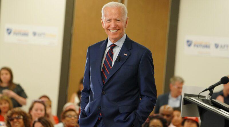Joe Biden a alunecat în timp ce se juca cu câinele său. El are fracturi la oasele tarsiene