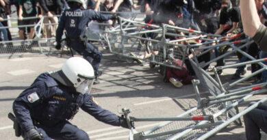 VIDEO: Manifestații violente la Viena. Incidente între Poliție și protestatari