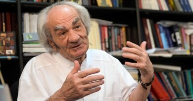 Cum l-a sfidat Ioana Mihăila pe academicianul Leon Dănilă, care aşteaptă o proteză de şold