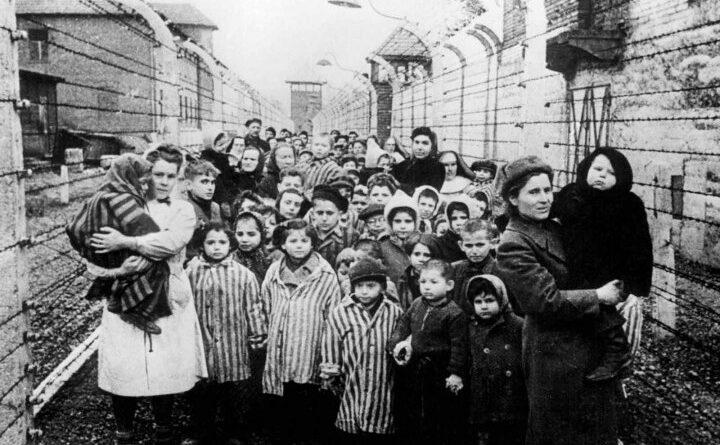 12-13 iunie 1941 Zeci de mii de români arestați de trupele sovietice și deportați în Siberia. Puțini au supraviețuit